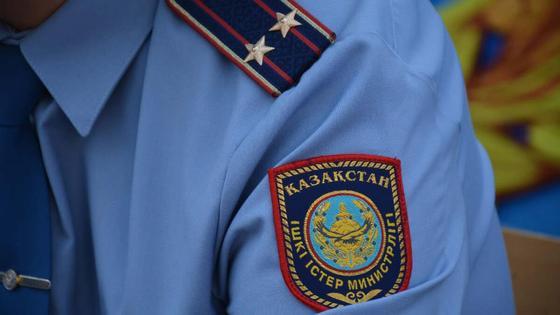 Мужчина в полицейской форме