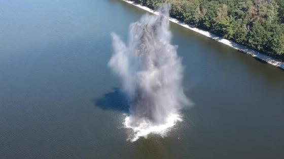 взрыв бомбы в реке