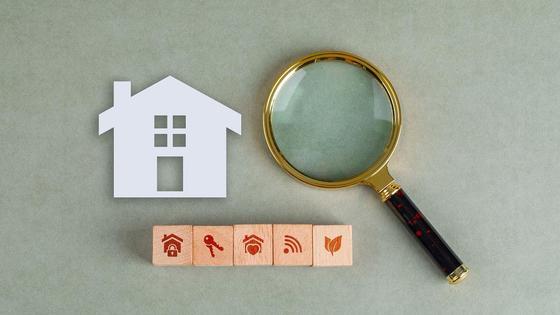 Бумажный дом и лупа