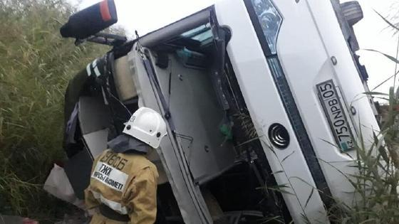 Автобус перевернулся на трассе в Туркестанской области