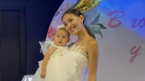 Динара Бактыбаева с дочерью
