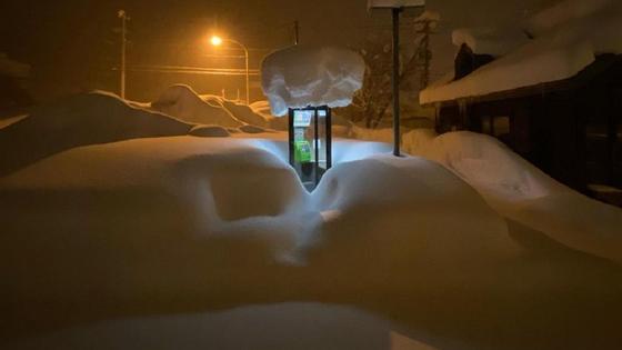Будка под снегом