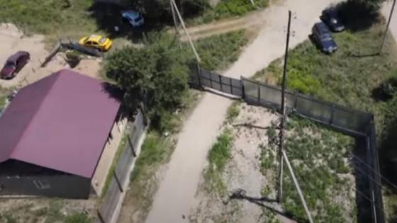 Забор перекрыл дорогу