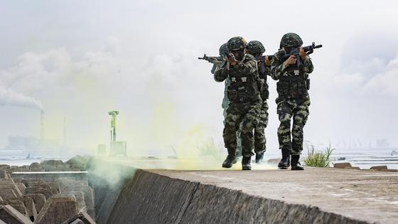 Китайские солдаты на учениях
