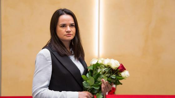 Светлана Тихановская с цветами
