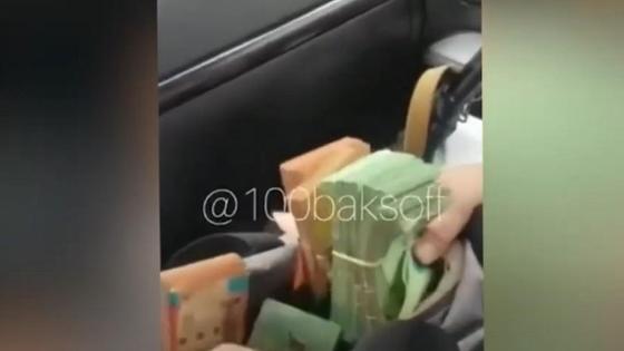 Видео с пачками денег и оружием сняли в Алматинской области