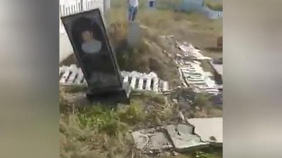 Вандалы проехали по кладбищу в Караганде