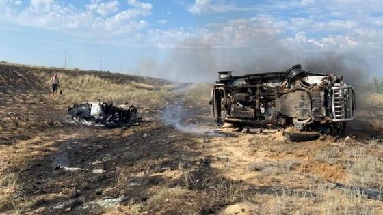 Машины сгорели на трассе в Актюбинской области