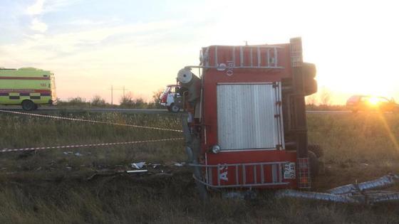 Пожарная машина перевернулась под Уральском