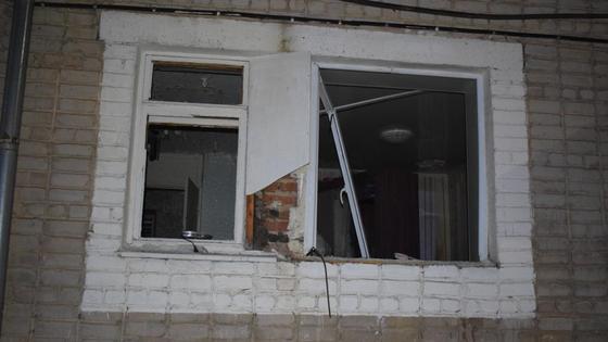 Окно дома, в котором прогремел взрыв