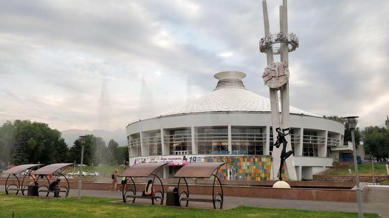 Фонтан близ цирка