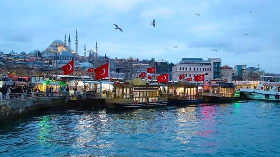 Турецкие флаги в Стамбуле