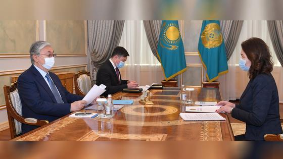 Президент РК Касым-Жомарт Токаев и глава АДГС РК Анар Жаилганова