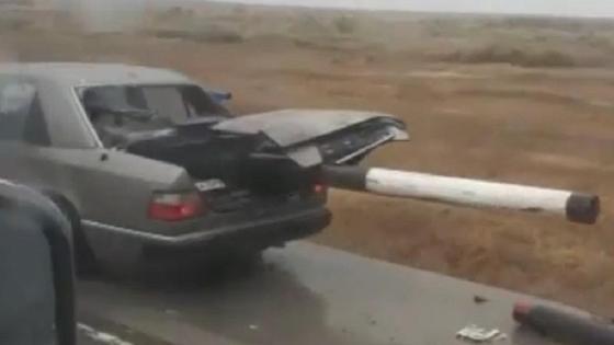 Авто насквозь пробило на дороге