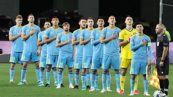 Сборная Казахстана поет гимн