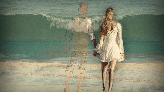 Девушка держит за руку призрак парня (фантазия)