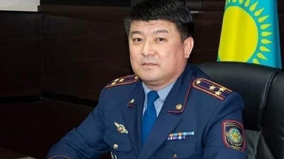 Бауыржан Селтанов за рабочим столом