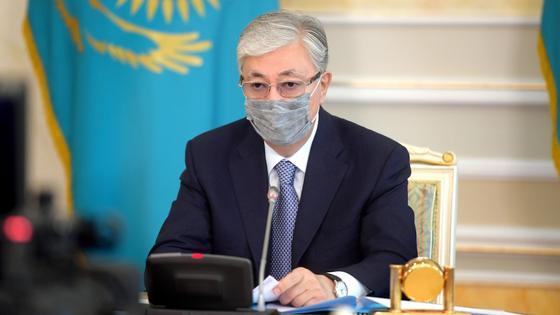 Касым-Жомарт Токаев в маске
