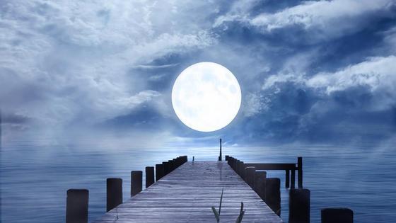 Луна над пирсом
