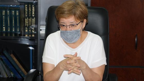 Жамал Жаманбаева за столом