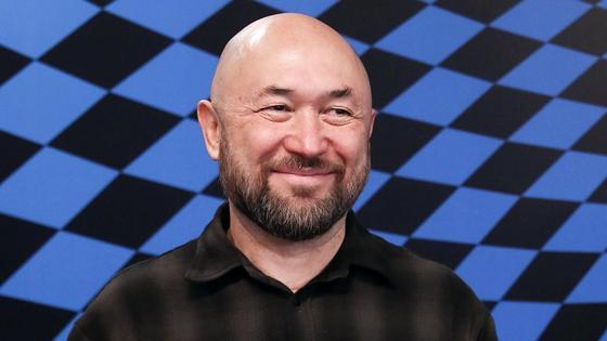 Тимур Бекмамбетов улыбается