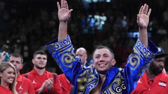 Геннадий Головкин приветствует фанатов