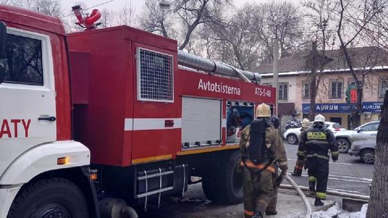 Пожарные приехали на место происшествия