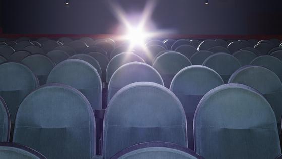 Вид на прожектор в кинозале