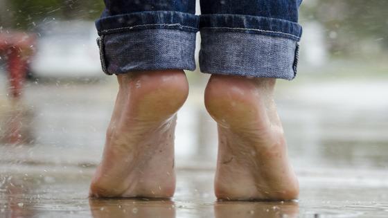 Стопы под дождем