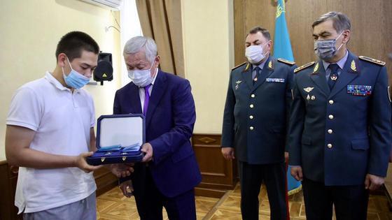 Жамбыл облысында жарылыс кезінде қаза тапқандардың туыстарына награда табыстау сәті
