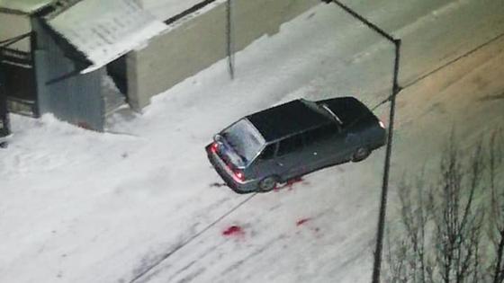 Машина уезжает с места стрельбы