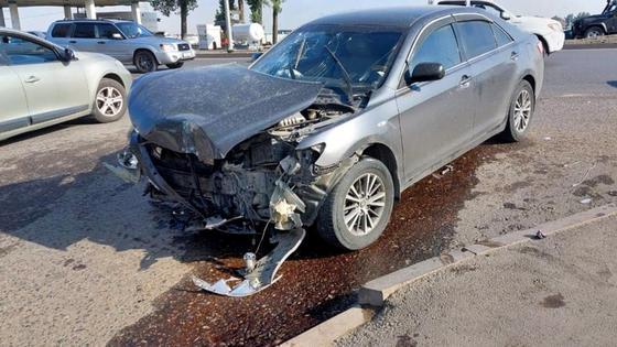 Toyota Camry 40 после столкновения с автобусом
