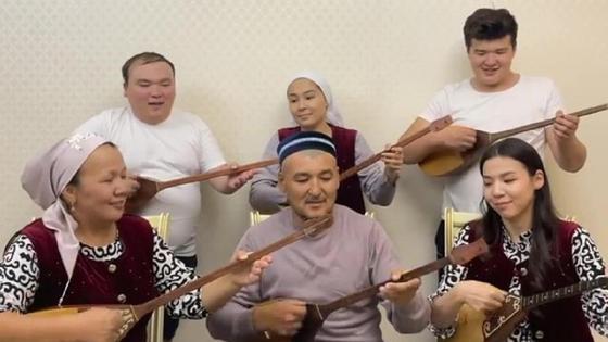 Рамазан Амантай с семьей