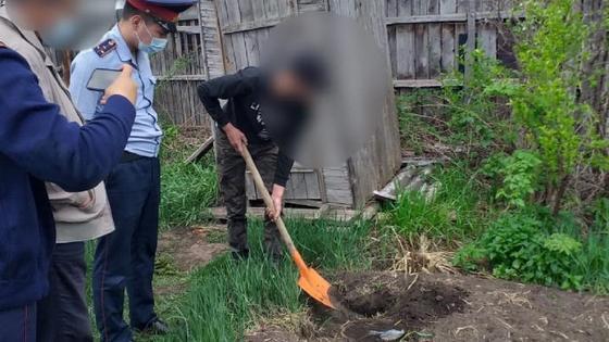 Парень закопал деньги во дворе в ВКО