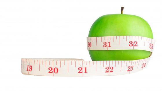 Сантиметровая лента вокруг яблока