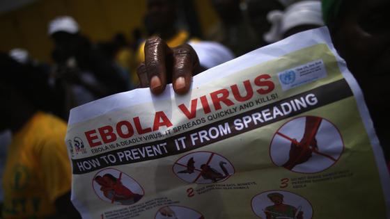 Газета с инструкцией предотвращения заражения вирусом Эбола в газете