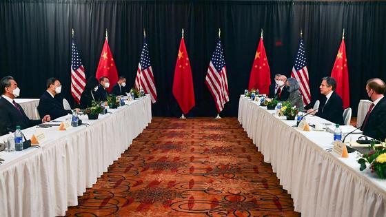 Переговоры США и Китая на Аляске