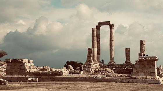 Развалины храма с колоннами