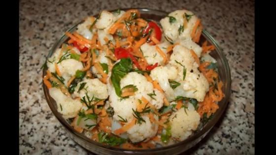 Цветная капуста по-корейски в тарелке