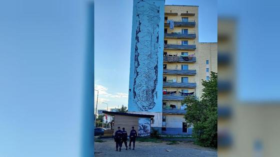 Мурал на многоэтажке в Нур-Султане