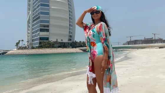 Мадина Садвакасова на пляже