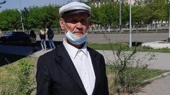 Дедушка скитается по улицам в Темиртау