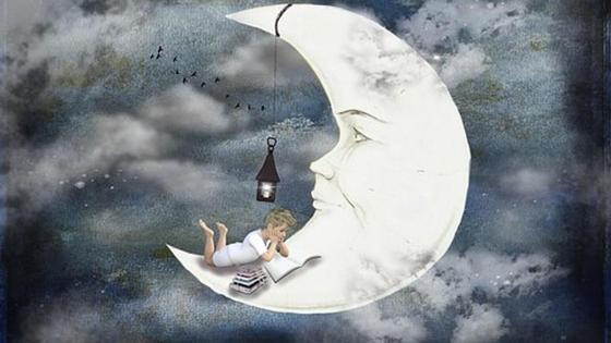 Мальчик читает сказку на луне