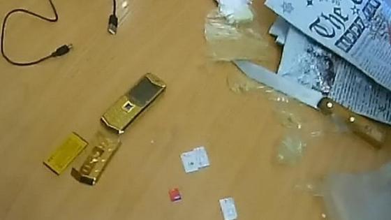 Телефон, SIM-карты и USB-провод
