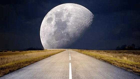 Луна и дорога