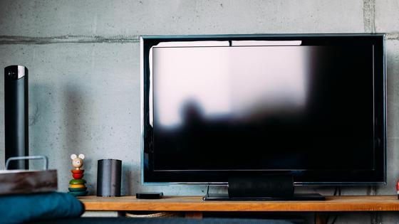 Телевизор стоит в комнате