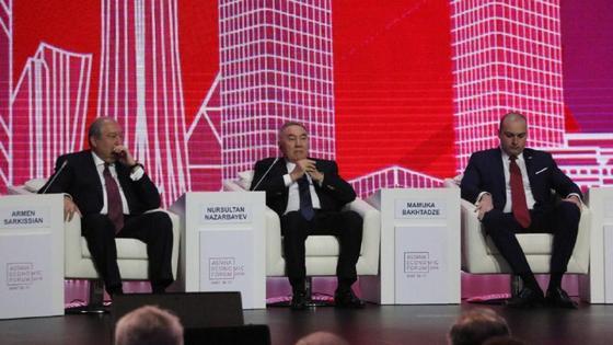 Назарбаев: Мы подтягиваем два города Казахстана к уровню миллионников