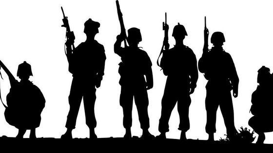 силуэты военных