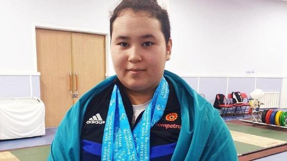 Тяжелоатлетка Айсамал Сансызбаева