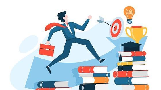 Мужчина бежит к цели по книгам